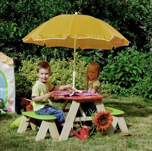 Mesa para niños al aire libre